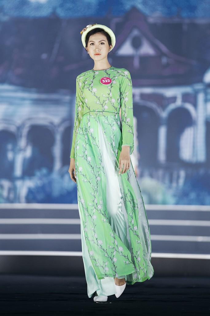 Thí sinh Hoa hậu Việt Nam 2018 duyên dáng với áo dài Ướp hương - Ảnh 11.