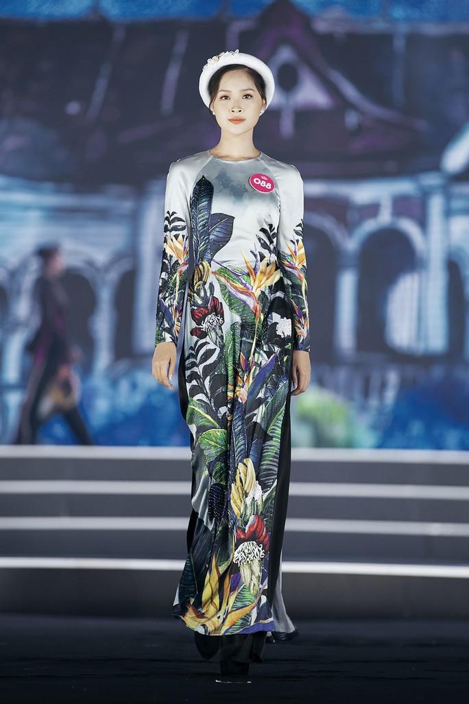 Thí sinh Hoa hậu Việt Nam 2018 duyên dáng với áo dài Ướp hương - Ảnh 5.