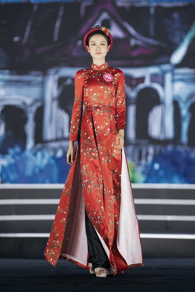 Thí sinh Hoa hậu Việt Nam 2018 duyên dáng với áo dài Ướp hương - Ảnh 15.