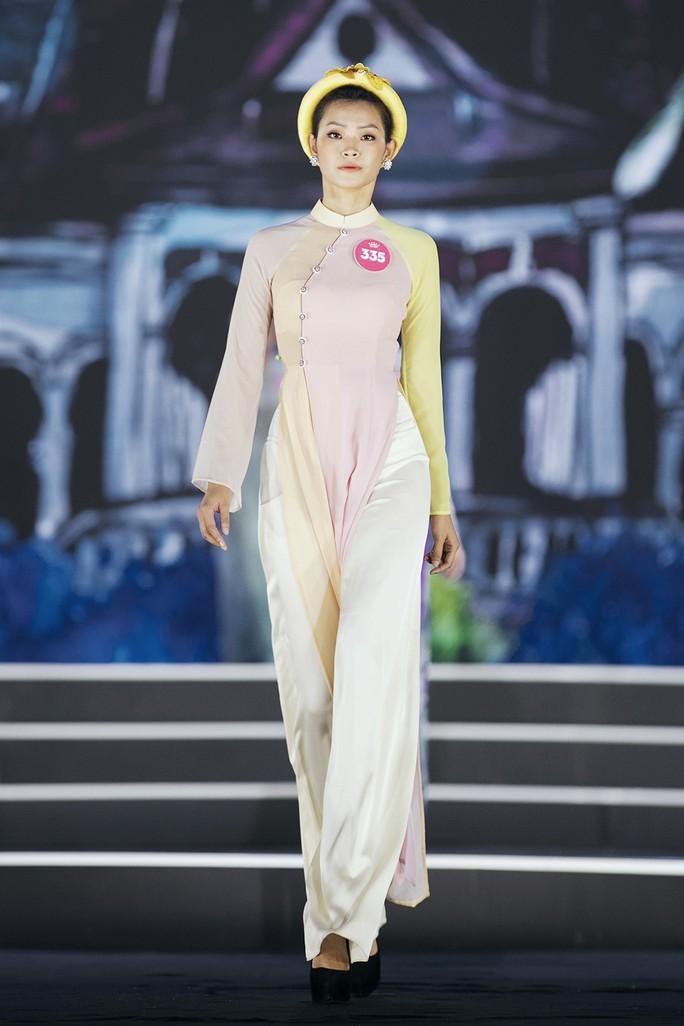 Thí sinh Hoa hậu Việt Nam 2018 duyên dáng với áo dài Ướp hương - Ảnh 14.