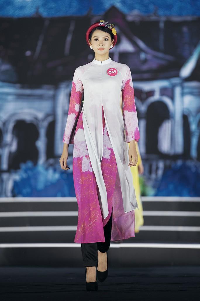 Thí sinh Hoa hậu Việt Nam 2018 duyên dáng với áo dài Ướp hương - Ảnh 13.
