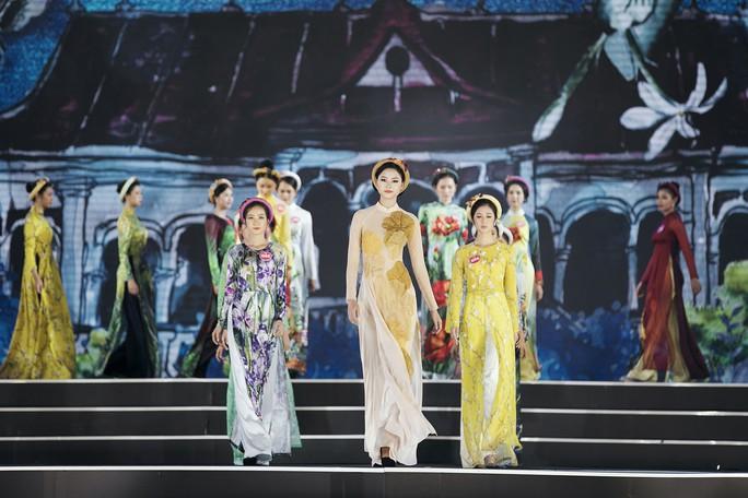 Thí sinh Hoa hậu Việt Nam 2018 duyên dáng với áo dài Ướp hương - Ảnh 2.