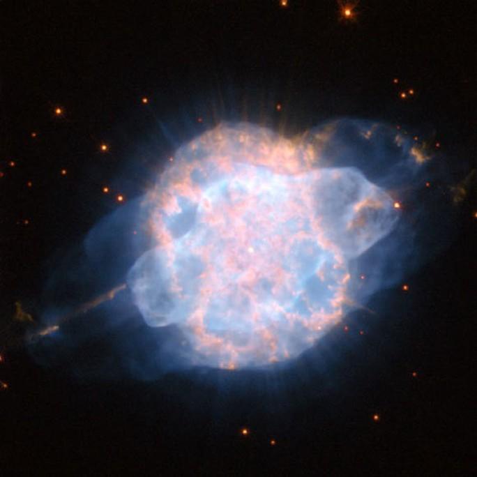 Phát hiện mắt vũ trụ chứa di hài ngôi sao đỏ khổng lồ - Ảnh 1.