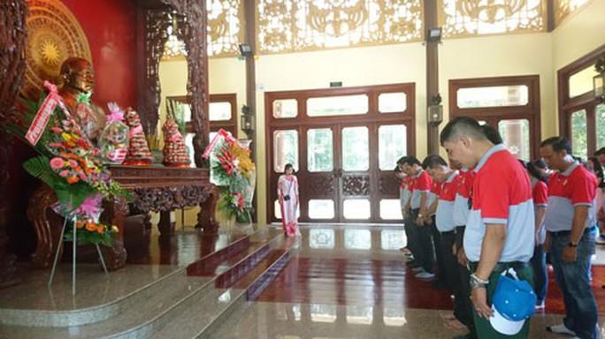 Cán bộ Công đoàn, CNVC-LĐ về thăm quê hương Bác Tôn - Ảnh 1.