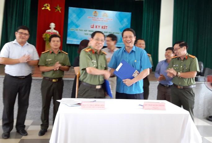 LĐLĐ TP Đà Nẵng và Công an ký kết Quy chế phối hợp an ninh trật tự - Ảnh 2.