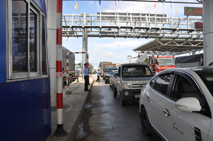 Đã miễn giảm phí, BOT Ninh Lộc vẫn phải xả trạm vì ách tắc - Ảnh 1.