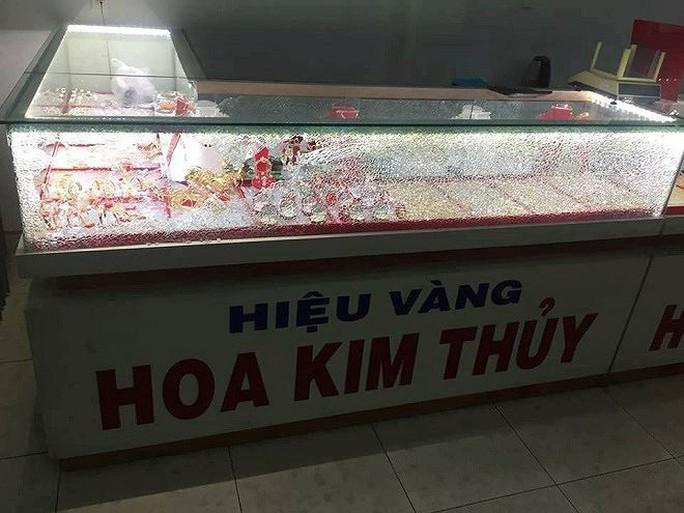 Trộm, cướp tiệm vàng táo tợn ở Quảng Nam - Ảnh 3.