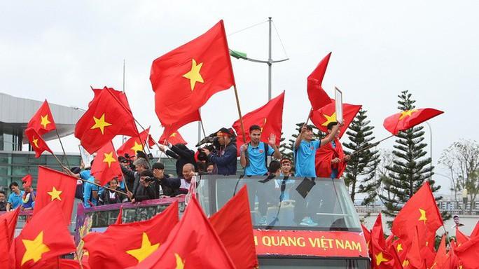 Xem xét dùng xe buýt 2 tầng đón tuyển Olympic Việt Nam - Ảnh 1.