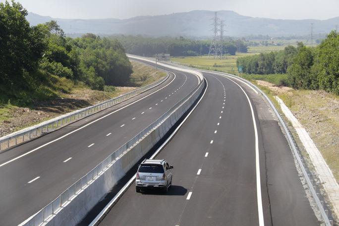 Ngắm cao tốc hơn 34.500 tỉ đầu tiên ở miền Trung trước ngày thông xe - Ảnh 16.