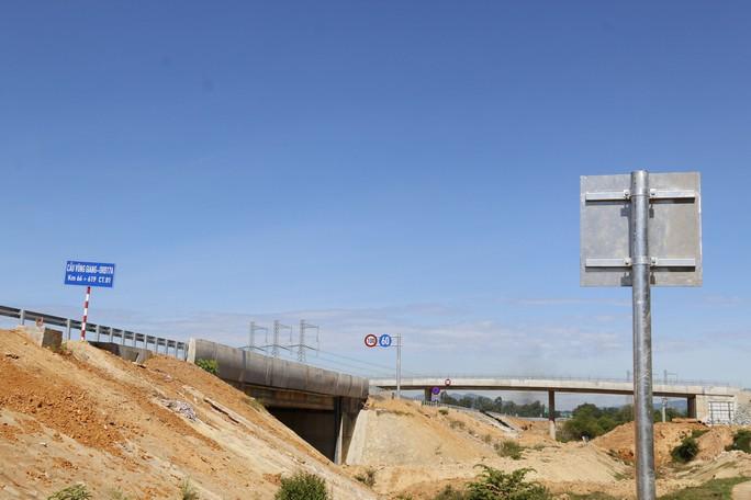 Ngắm cao tốc hơn 34.500 tỉ đầu tiên ở miền Trung trước ngày thông xe - Ảnh 9.