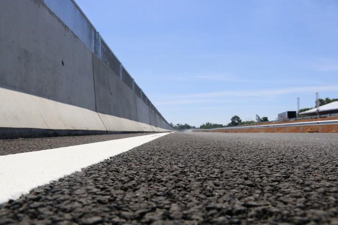 Ngắm cao tốc hơn 34.500 tỉ đầu tiên ở miền Trung trước ngày thông xe - Ảnh 3.