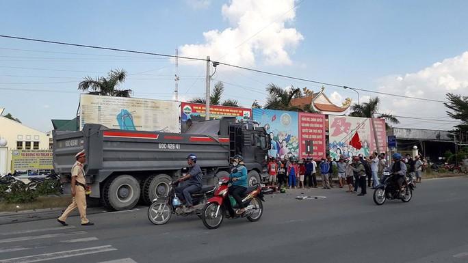Xe ben càn xe máy, 2 người tử vong tại chỗ - Ảnh 2.
