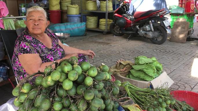 Độc đáo chợ trầu cau giữa lòng Sài Gòn - Ảnh 3.