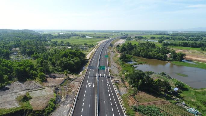 Ngắm cao tốc hơn 34.500 tỉ đầu tiên ở miền Trung trước ngày thông xe - Ảnh 19.