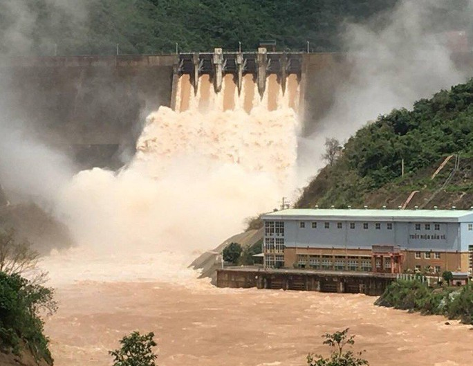 6 người tung tin đập thủy điện vỡ khiến người dân tháo chạy lên núi - Ảnh 2.