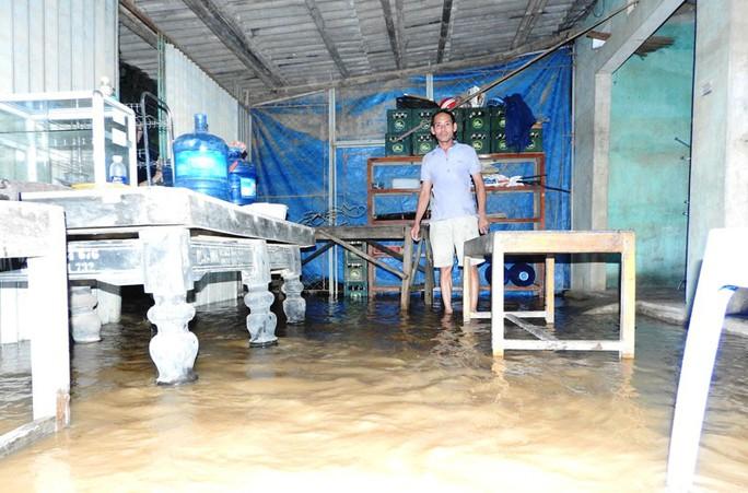 Lũ xô đổ cầu treo, nước ngập lên tới nóc nhà - Ảnh 15.