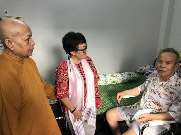 Cầu nguyện cho chồng, vợ NSƯT Giang Châu xuống tóc quy y - Ảnh 6.