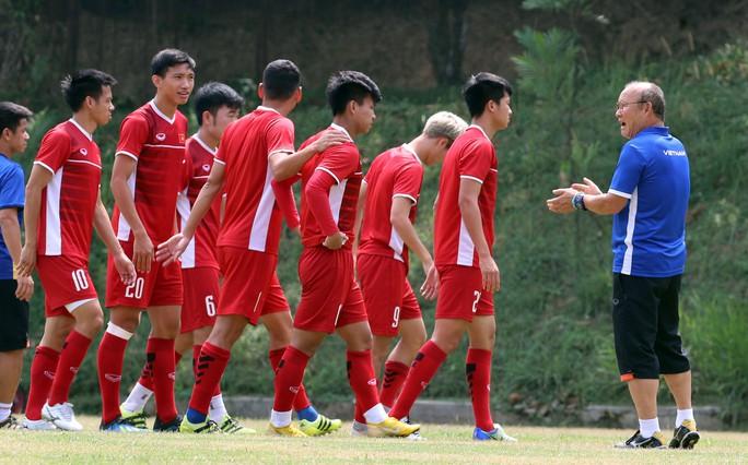 Lộ danh sách tuyển Việt Nam chuẩn bị AFF Cup: Hà Nội FC áp đảo - Ảnh 1.