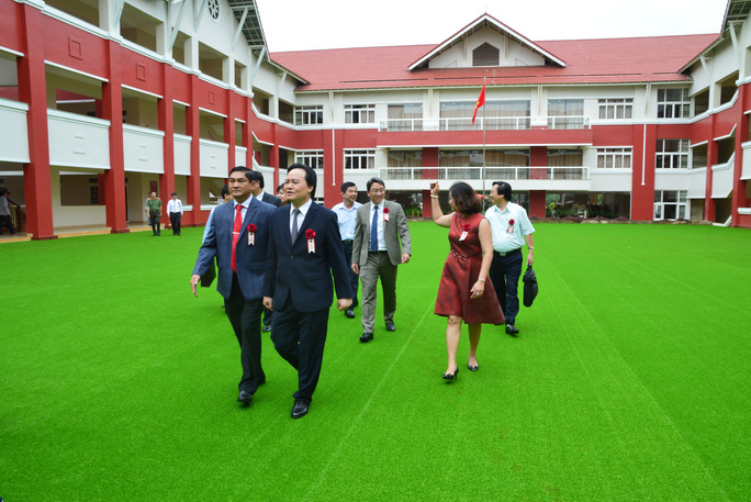 Bộ trưởng Phùng Xuân Nhạ lên Tây nguyên dự khánh thành trường dân lập - Ảnh 1.