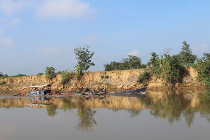 Nhói lòng trước vùng sạt lở dọc sông Đồng Nai - Ảnh 3.