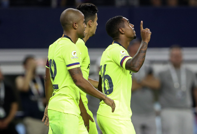 Vidal gia nhập Barcelona, Man United lo mất… Pogba - Ảnh 4.