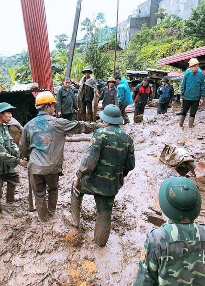 Sạt lở kinh hoàng ở Lai Châu: 12 người chết và mất tích, giao thông tê liệt hoàn toàn - Ảnh 1.