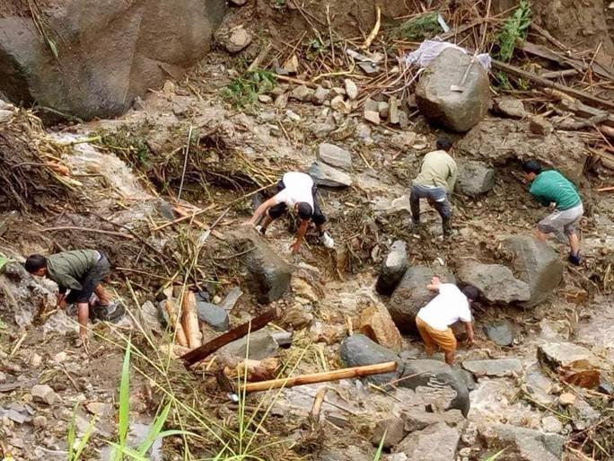 Sạt lở kinh hoàng ở Lai Châu: 12 người chết và mất tích, giao thông tê liệt hoàn toàn - Ảnh 4.