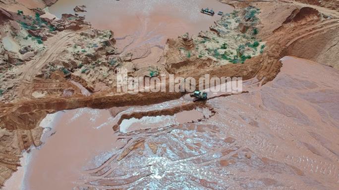 Flycam: Mỏ khai thác titan băm nát bãi biển Bình Thuận - Ảnh 3.
