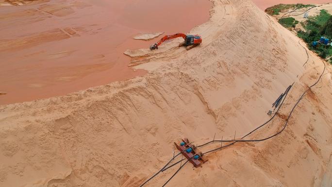 Yêu cầu dừng khai thác tất cả các mỏ titan ở Bình Thuận - Ảnh 2.