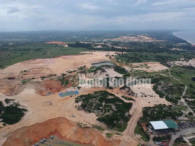 Flycam: Mỏ khai thác titan băm nát bãi biển Bình Thuận - Ảnh 5.
