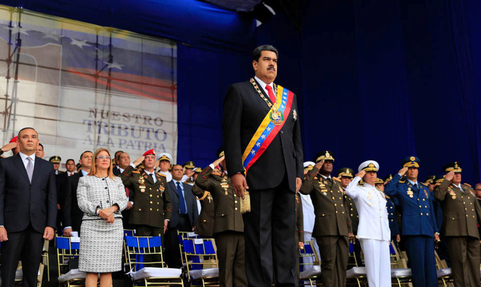 Tổng thống Venezuela Maduro thoát ám sát giữa bài phát biểu - Ảnh 2.