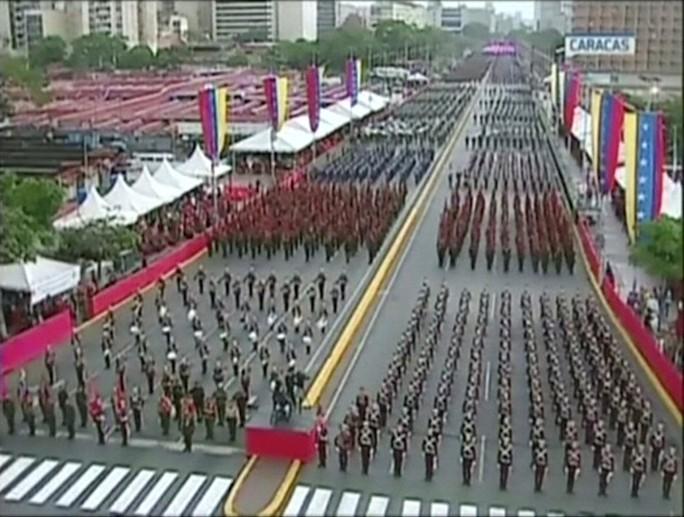 Tổng thống Venezuela Maduro thoát ám sát giữa bài phát biểu - Ảnh 7.