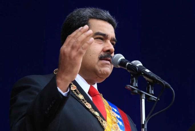 Tổng thống Venezuela Maduro thoát ám sát giữa bài phát biểu - Ảnh 1.