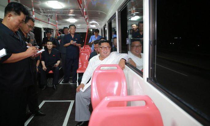 Chuyến thị sát nhiều nụ cười của ông Kim Jong-un - Ảnh 6.