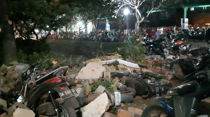 Indonesia: Động đất kép tấn công, sóng thần xuất hiện - Ảnh 2.
