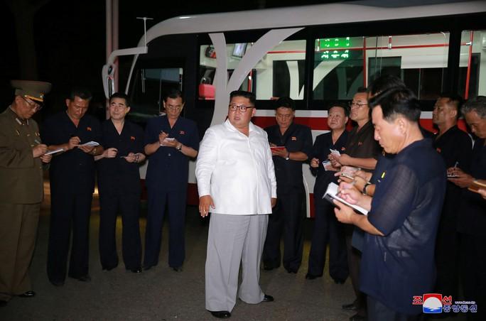 Chuyến thị sát nhiều nụ cười của ông Kim Jong-un - Ảnh 2.