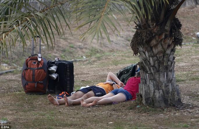 Động đất Indonesia: Du khách ùn ùn tháo chạy khỏi đảo thiên đường - Ảnh 3.