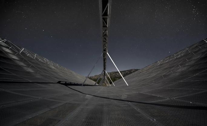 Phát hiện sóng vô tuyến bí ẩn truyền từ vũ trụ - Ảnh 1.