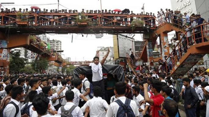 Vụ tai nạn giao thông làm tê liệt thành phố 18 triệu dân - Ảnh 3.