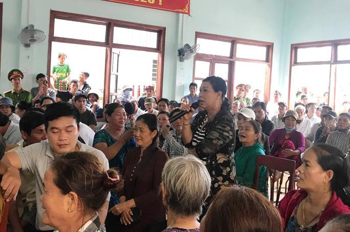 Quảng Ngãi: Dân vây lãnh đạo huyện sau buổi đối thoại về ô nhiễm môi trường - Ảnh 2.
