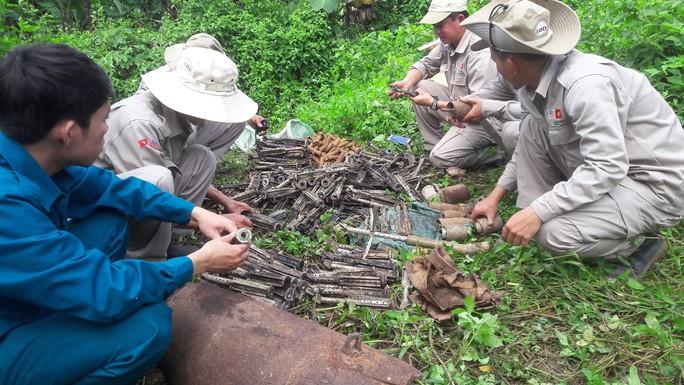 Quảng Trị phát hiện gần 500 đầu đạn pháo - Ảnh 1.