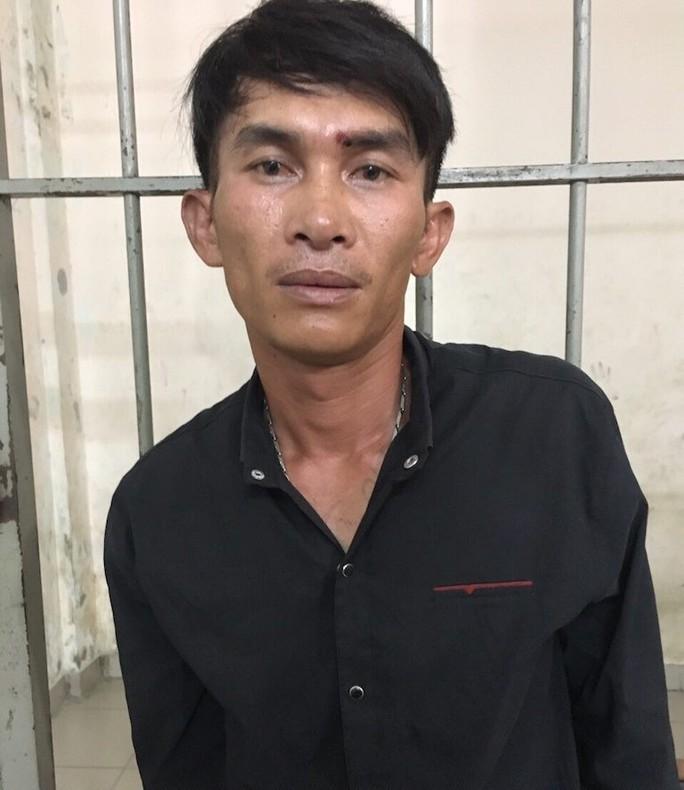 Người dân bắt nóng kẻ cướp giật ở trung tâm TP HCM - Ảnh 1.