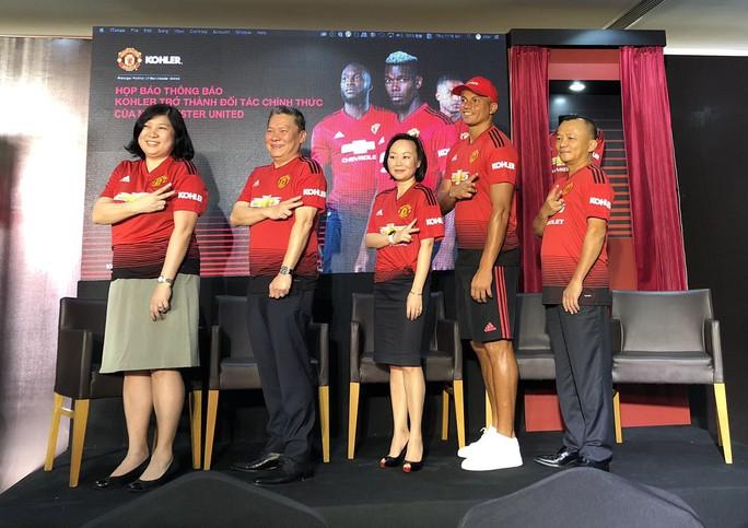 Cựu trung vệ Manchester United giao lưu cùng CĐV Việt Nam - Ảnh 1.