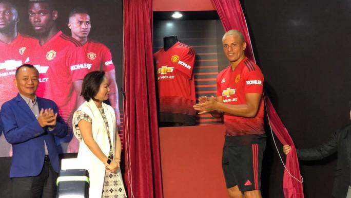 Cựu trung vệ Manchester United giao lưu cùng CĐV Việt Nam - Ảnh 2.