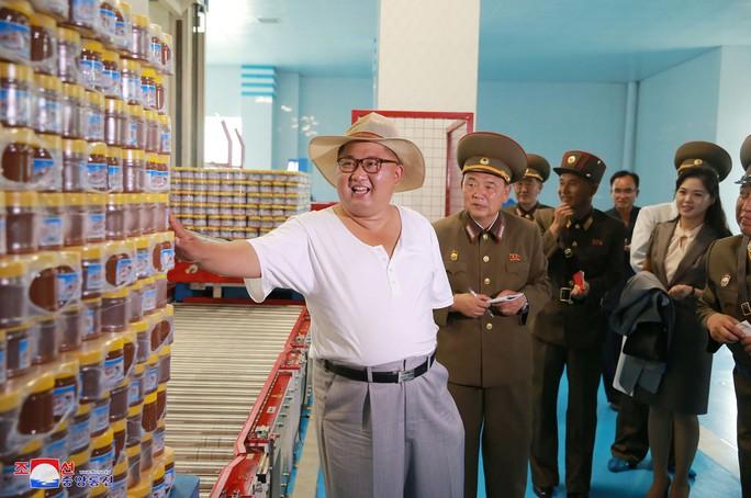 Hình ảnh lạ của ông Kim Jong-un - Ảnh 2.