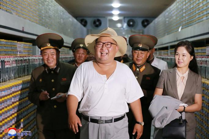 Hình ảnh lạ của ông Kim Jong-un - Ảnh 6.