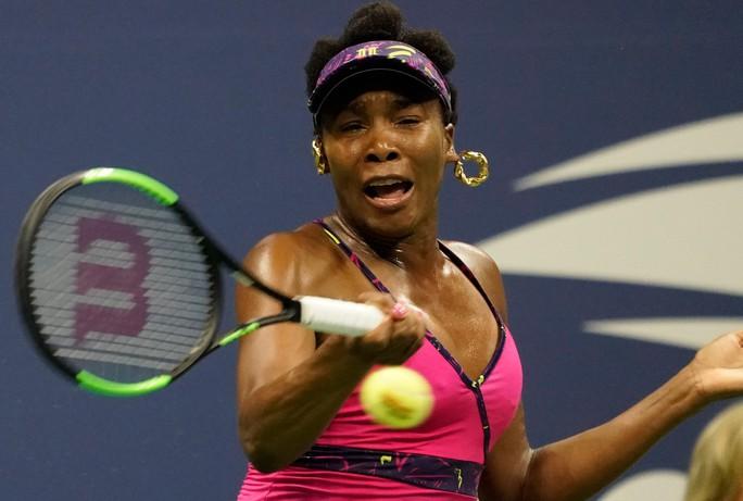 Clip: Serena Williams dễ dàng đánh bại chị gái, Nadal vất vả trước tài năng trẻ - Ảnh 4.