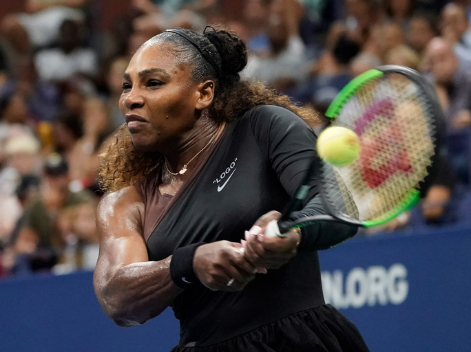 Clip: Serena Williams dễ dàng đánh bại chị gái, Nadal vất vả trước tài năng trẻ - Ảnh 3.