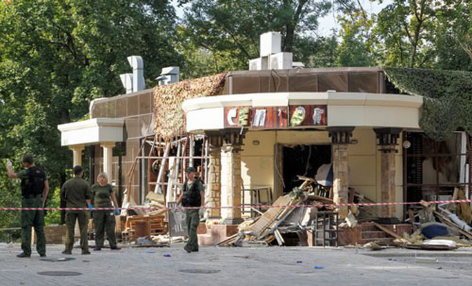 Vụ ám sát làm nóng lại Đông Ukraine - Ảnh 1.