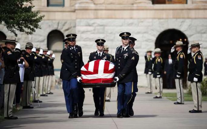 Ông Trump không tham gia các nghi lễ tưởng niệm ông McCain - Ảnh 1.